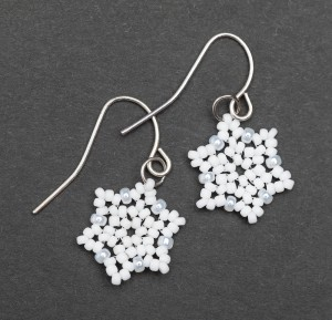 Snowflake earrings in Hubble stitch