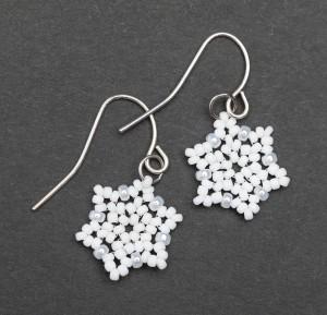 Snowflake earrings in Hubble stitch